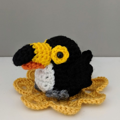 Curious crow – free amigurumi pattern - Amigurumi Today | 480x480
